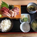うめや食堂 - 料理写真:刺身盛り合わせ定食1,200円