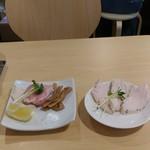 麺屋 日出次 - 鶏チャーシュー追加