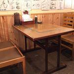 ふみちゃん - テーブル席