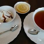 cafe ひなゆき - 料理写真:レモンティーのアフタヌーンサービスC(400円)
