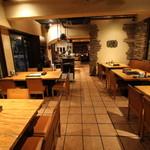 肉料理とワイン YUZAN - テーブル席