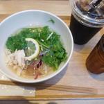 COMPHO - 鶏フォーセット¥500-アイスコーヒー