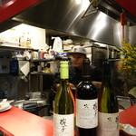 金玉満堂 - 中華バルだけあってワインも楽しめます。