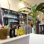 68774501 - 店内。バナナの木が。
