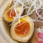 麺屋 むどう - 魚介しょうゆ(半熟味玉子/白ねぎ)