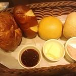 68775166 - ドイツパン4種盛り合わせ