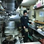 麺処 晴 - 厨房