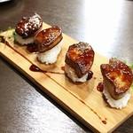肉とチーズ 川崎肉バル樽屋 - 限定20食フォアグラ寿司