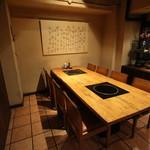肉料理とワイン YUZAN - 5名様~9名様まで、ご家族から接待までご利用いただける個室です。