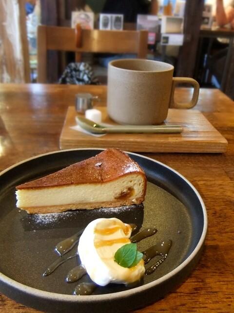 HAGI CAFE  - やや重めのクリーム(キャラメルソースがけ)はなんとなくバニラのお味♪