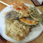 中央食堂 - 料理写真:天ぷら盛り合わせ500円