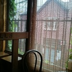 MILLS - 窓の外