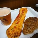 阪急ベーカリー - 料理写真:八穀豊穣クロワッサン(右)
