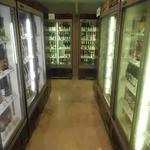 びあマ - ビール冷蔵庫の列がこの他にあと2列ある