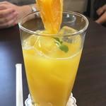 カフェ プティパ - オレンジジュース300円
