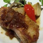 ル バー ラヴァン サンカンドゥ アザブ トウキョウ - 徳島県産すだち鶏のソテー 玉葱とニンニクの和風ソース アップ
