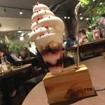 カフェポット - ミックスベリーのヨーグルトパフェ