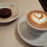Espresso Bar vis viva - カプチーノとガレットショコラカマルグ