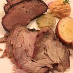 68790541 - 2meet combo/ビーフブリスケット&三元豚の肩肉                       おすすめは三元豚