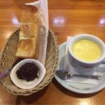 コメダ珈琲店  - コーンスープ、モーニングC名古屋名物おぐらあん ¥400