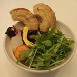 鎌倉bowls - 旬野菜と車麩の肉味噌丼
