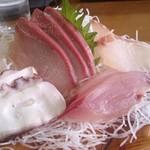 四季の海鮮 魚々味 - お造り盛り合わせ