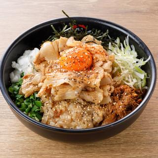 ★絡む-麺には上質小麦の中太ちぢれ麺を使用しています♪