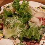 Hal - スモークチキンとルッコラ、パルミジャーノのサラダ。