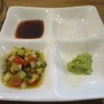 肉バル キングコング - 塩、醤油、わさび、野菜のみじん切りビネガーソースアップ