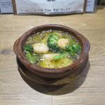 肉バル キングコング - エビとブロッコリーのアヒージョ