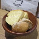 肉バル キングコング - 自家製パンの盛り合わせ