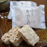 かみしめ屋 - 須賀川銘菓「かみしめ」(100円)