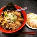 麺家いろは - 富山ブラックらーめん チャーシュートッピング(1150円)
