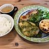 るらん - 料理写真:本日のランチ=920円 白身魚のソテー あおさソース 蒸しなすと ミートソースのクリーム焼き