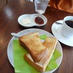 ケヤキコーヒー - バタートースト ジャムはルバーブとイチゴ