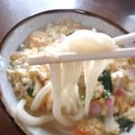 冨士食堂 - 料理写真:親子うどん 麺持ち上げ