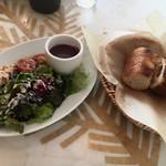 ガーブ モナーク - 前菜とパン