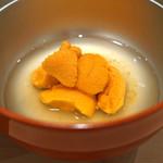 三谷 - 料理写真:北海道余市の馬糞雲丹 昆布のしゃぶしゃぶで