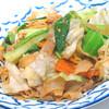 タイ醤油風味太麺焼きビーフン