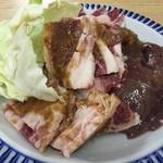 大関 - 料理写真:ロース600円、牛バラ500円、レバー400円