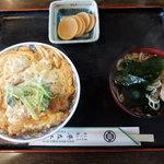平左ヱ門 - 料理写真:かつ丼(860円税込み)