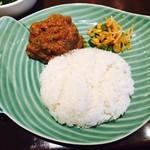 アユンテラス - バダン風牛肉のスパイス煮丼(990円)