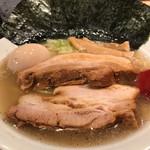 麺屋すずなり - 料理写真:特製塩ラーメン1050円 チャーシューは大きく柔らかくて美味しいです。