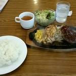ステーキのくいしんぼ - 日替りランチ750円‼チキンソテー&ハンバーグでライスお代わり自由‼