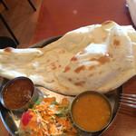 インド食堂 マハトマ - 料理写真:ナンは画面に入りきらないです。