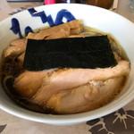 麺工 小烏丸 - 醤油ラーメン。本牧チャーシュー増し。+250円。