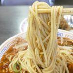新福菜館 - 麺は細めでモチモチ食感で、旨辛ミンチが加わった辛めのスープが麺にしっかりと絡んでメチャウマ!