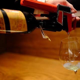 国際色豊かなワインとコラヴァンを使ったグラスワインも。