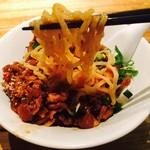 蒼龍唐玉堂 - 軽く混ぜて麺をリフトアップ!