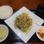 東和酒場 - 肉と五目野菜炒め¥500-